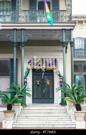 Mardi Gras Garden District, view of a typical property in the upmarket Garden District decorated for Mardi Gras, New Orleans, Louisiana, USA - Stock Image