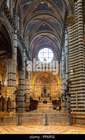 The altar, the interior of Siena Cathedral ( Duomo Siena ), Siena, Tuscany Italy Europe - Stock Image