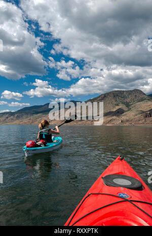 Kayakers on Kamloops Lake enjoy a stunning day west of Kamloops, Thompson Okanagan region, British Columbia, Canada - Stock Image