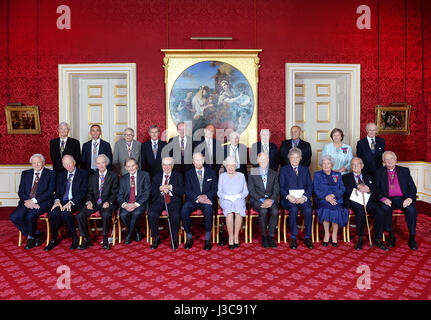 RETRANSMITTED WITH CORRECT CAPTION The Order of Merit members pose for a group photograph (left to right back row) - Stock Image