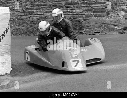 Derek Plummer and Brian Harris, Yamaha, sidecar race B,TT June 1988, Isle of Man - Stock Image