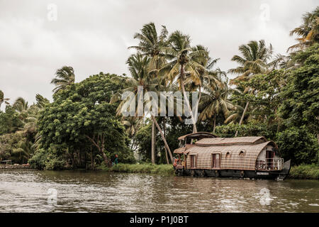 A houseboat in the Alappuzha (or Alleppey) backwaters, Kerala, India. - Stock Image
