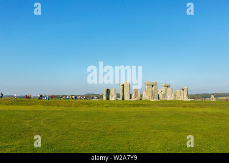 View of iconic Stonehenge with huge sarsen standing stones, the bronze age stone temple tourist attraction, Salisbury Plain, Wiltshire, SW England - Stock Image
