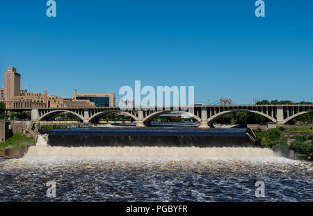 Falling Water in Mississippi in Downtown Minneapolis on summer morning - Stock Image