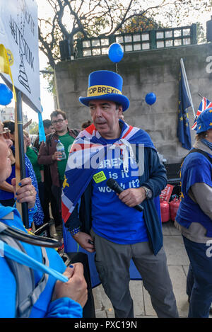 London, UK. 20th October 2018. Stand of Defiance European Movement (SODEM) spokesperson and founder Steven Bray. People gather with placards, banners and flags at Hyde Park Corner for the People's Vote March calling for a vote to give the final say on the Brexit deal or failure to get a deal. They say the new evidence which has come out since the referendum makes it essential to get a new mandate from the people to leave the EU. Peter Marshall/Alamy Live News - Stock Image