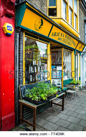 Mill Road Petersfield Cambridge - the Arjuna Wholefoods Store is one of a range of independent shops in the Mill Road area of Cambridge UK - Stock Image