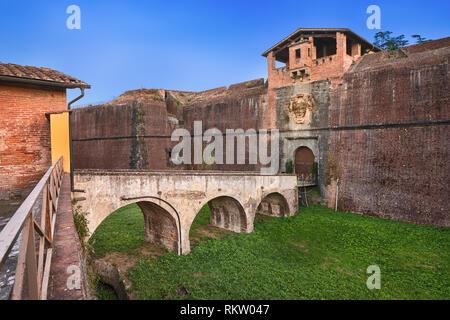 Pistoia, Italy. Arch bridge and entrance to fortezza Santa Barbara medieval fortress - Stock Image