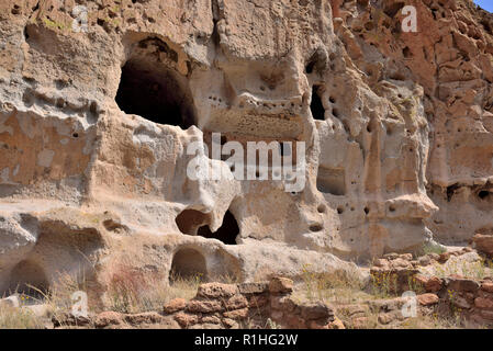 Second and third stories of a cliff dwelling with painted rooms, Frijoles Canyon, Pajarito Plateau, Bandelier National Monument, New Mexico 180924_694 - Stock Image