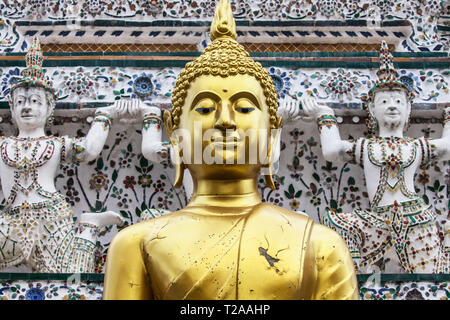 Buddha in front the Central Prang of Wat Arun, Bangkok, Thailand. - Stock Image