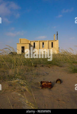 Church from the portuguese colonial era, abandoned in the middle of the desert, Namibe Province, Tombwa, Angola - Stock Image