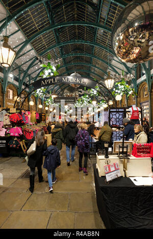 Christmas at the Apple Market, Covent Garden, London, England - Stock Image