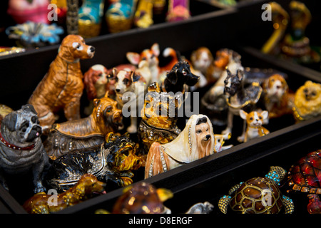 Display of dog figurines at the market in French Quarter, New Orleans, Louisiana. - Stock Image
