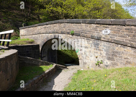 Scarwood Bridge on the Huddersfield Narrow Canal at Linthwaite, West Yorkshire - Stock Image