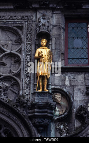 Bruges Belgium. 2000 Golden Knights on the exterior walls of the Basilica of the Holy Blood Bruges, Flemish: Brugge; German: Brügge is the capital and largest city of the province of West Flanders in the Flemish Region of Belgium, in the northwest of the country.  The area of the whole city amounts to more than 13,840 hectares (138.4 sq km; 53.44 sq miles), including 1,075 hectares off the coast, at Zeebrugge (from Brugge aan zee,[2] meaning 'Bruges by the Sea').[3] The historic city centre is a prominent World Heritage Site of UNESCO. - Stock Image
