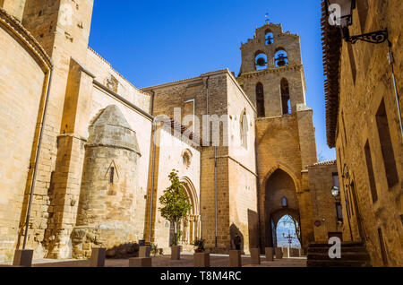 Laguardia, Álava province, Basque Country, Spain : Church of San Juan initially built in Romanesque style and completed in Gothic style. The bell gabl - Stock Image