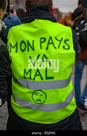 Paris, France. 1st December, 2018.  Protester with french text 'My country is sick' during the Yellow Vests protest against Macron politic. Credit: Guillaume Louyot/Alamy Live News - Stock Image