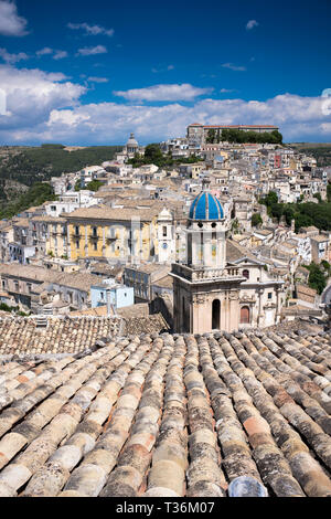 Aerial view of Ragusa Ibla famous hill town with Santa Maria delli'Idria a Baroque style church in foreground, Sicily - Stock Image