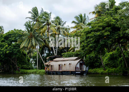 A houseboat in the Alappuzha (or Alleppey) backwaters, Kerala State, India. - Stock Image
