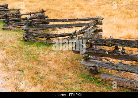 Rustic western-style zig-zag wooden fence seen on Salt Spring Island, BC, Canada - Stock Image