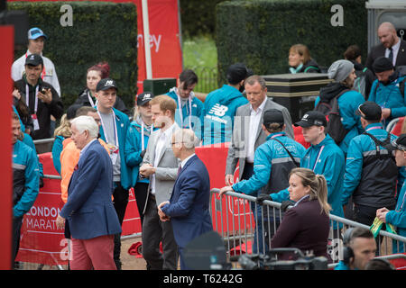 London, UK. 28th April 2019. Prince Harry arrives in The Mall at the Finish Line of 39th The London Marathon in London. He will be presenting the trophies to the winners.Credit: Keith Larby/Alamy Live News - Stock Image