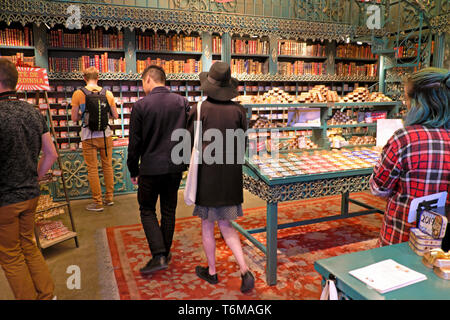 LX Factory Market interior view of tourists shopping for tinned sardines decorated sardine tins in sardine shop Lisbon Lisboa Portugal  KATHY DEWITT - Stock Image