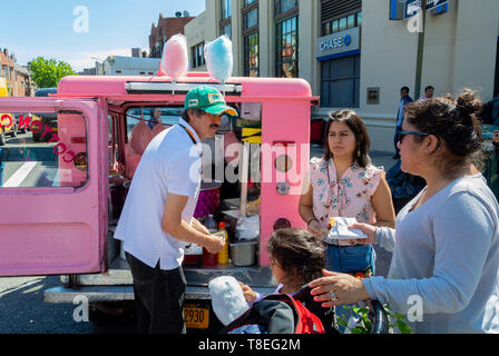 Local people buying popcorn at Weekend market, woodside, queens, Queens, New York, , ny, united states of america, usa - Stock Image