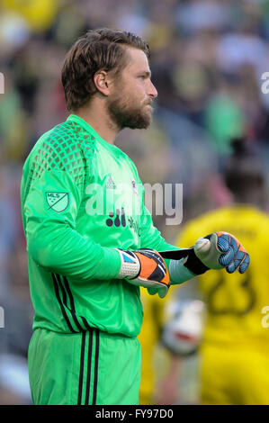 Mapfre stadium, USA. 23rd April, 2016. .Houston Dynamo goalkeeper Tyler Deric (1) taking off his gloves after receiving - Stock Image