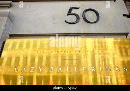 London, England, UK. The Amicable Society of Lazy Ballerinas - Wine Bar at 50 Fleet Street - Stock Image