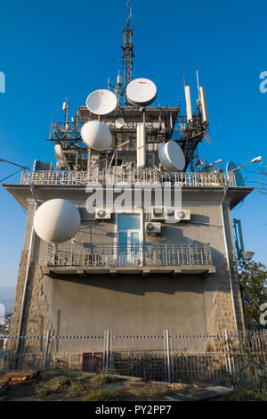 Radio and television transmitter tower on the summit of Sahat tepe (Danov hill) in Plovdiv, Bulagaria - Stock Image