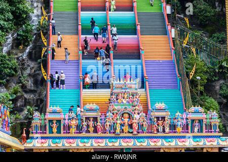 Stairs Leading to Batu Caves, Hindu Deities in foreground, Selangor, Malaysia. - Stock Image