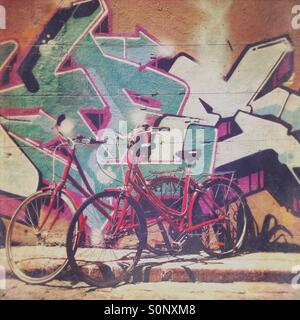 Bicycles in front of street art in Melbourne laneway Hosier Lane - Stock Image