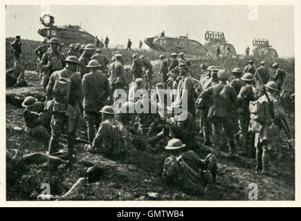 Tanks Move up to Hindenberg Line, 1918 battlefield photograph of British tanks fitted with cribs in the final Allied - Stock Image