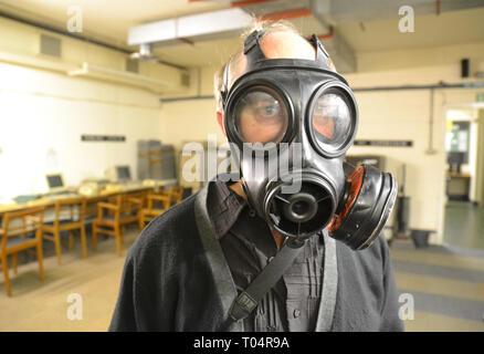 Man in gas mask at the Kelvedon Hatch Secret Nuclear Bunker, Brentwood, Essex, UK - Stock Image