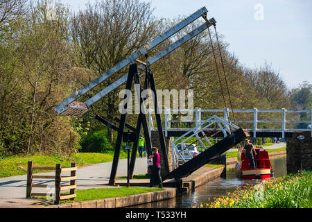 Woman lowering a canal bascule bridge after a narrow boat has passed on the Shropshire Union Canal Llangollen branch near Pontcysyllte, Wales, UK. - Stock Image