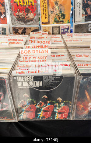 Israel, Tel Aviv-Yafo - 08 March 2019: Dizengoff Flea Market now on Giv'on street - vinyl records - Stock Image