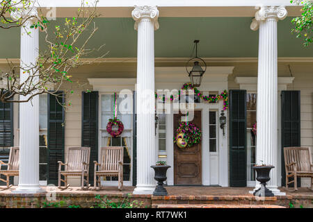New Orleans Garden District, view of a typical property in the upmarket Garden District decorated for Mardi Gras, New Orleans, Louisiana, USA - Stock Image