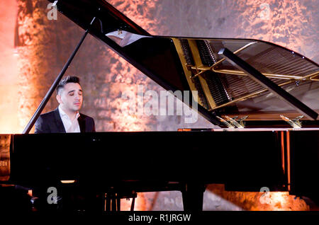 Prague, Czech Republic. 12th Nov, 2018. A Czech self-taught pianist and composer from a Romany ghetto Tomas Kaco performs during piano recital in Convent of St Agnes of Bohemia, Prague, Czech Republic, on Monday, November 12, 2018. Credit: Vit Simanek/CTK Photo/Alamy Live News - Stock Image