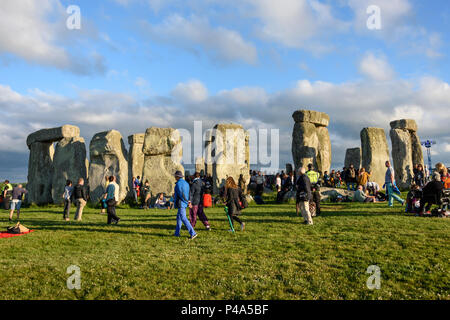Stonehenge, Amesbury, UK, 20th June 2018,   Stonehenge at the start of the solstice  Credit: Estelle Bowden/Alamy Live News. - Stock Image