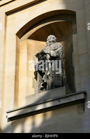 Edwardus Comes Clarendonus, Statue in an Alcove at the Sheldonian Theatre, Oxford University, Oxford, Oxfordshire, - Stock Image