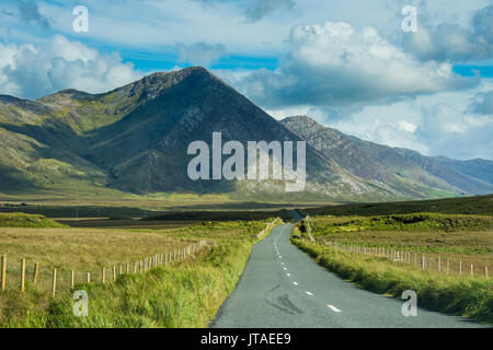 Road leading through the Connemara National Park, County Galway, Connacht, Republic of Ireland, Europe - Stock Image