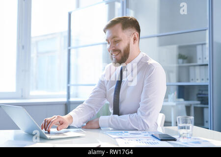 Broker in office - Stock Image