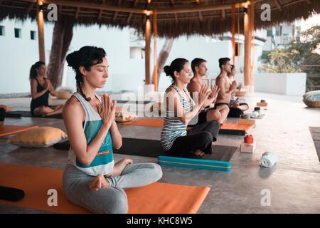 People meditating. Yoga retreat Puerto Vallarta - Mismaloya, Mexico - Stock Image