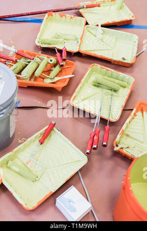 Green paint, paint rollers and trays - Stock Image