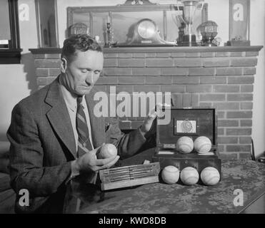 Retired baseball legend Walter Johnson with souvenir balls signed by six presidents: Theodore Roosevelt, William - Stock Image