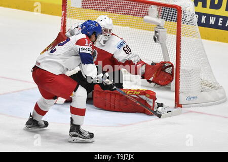 Bratislava, Slovakia. 19th May, 2019. L-R Dominik Simon (CZE) and goaltender Lukas Herzog (AUT) in action during the match between Austria and Czech Republic within the 2019 IIHF World Championship in Bratislava, Slovakia, on May 19, 2019. Credit: Vit Simanek/CTK Photo/Alamy Live News - Stock Image