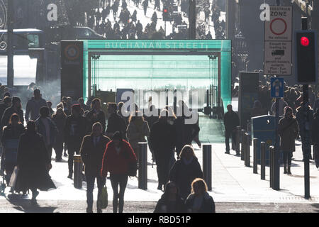 Glasgow, Scotland, UK. 9th Jan, 2019. UK weather - shoppers enjoying a bright cold day in Glasgow's Buchanan Street Credit: Kay Roxby/Alamy Live News - Stock Image