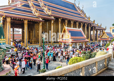Bangkok, Thailand - 30th November 2014: Chinese tourists swarm over the Grand Palace. The Palace is the foremost tourist attraction in Bangkok. - Stock Image