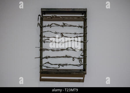 barbed wire art work to represent slavery by melvin edwards - Stock Image