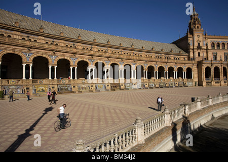 Tourists visit the Plaza Spain in Seville, Spain, March 11, 2008. Photo/Chico Sanchez - Stock Image