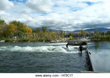 Artificial wave created for surfers on the River Boise in Boise River Park, Boise, Idaho, USA. - Stock Image